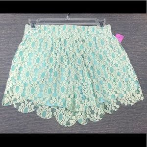 Boutique Mint Green Lace Scalloped Leg Shorts NWT